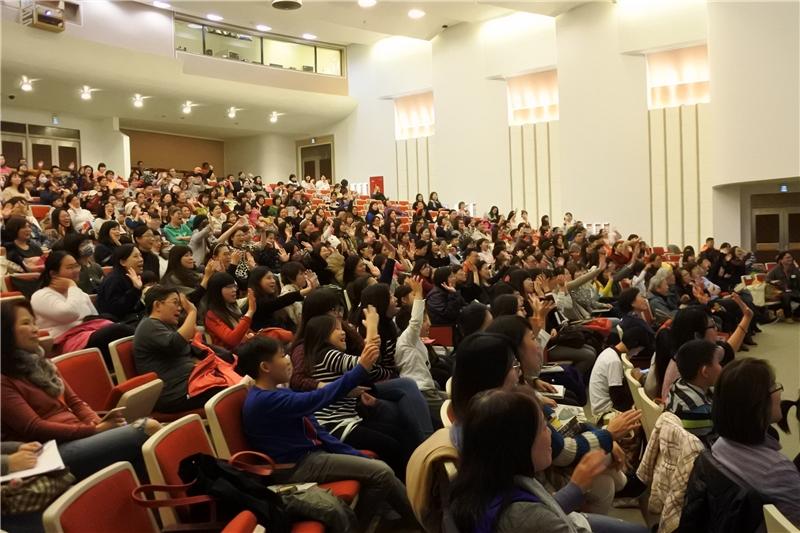 全場聽眾熱情與講者互動