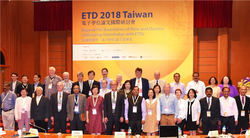 Overseas attendees, Deputy Minister for Education, Teng-chiao Lin (7th left, front row), and NCL Dir