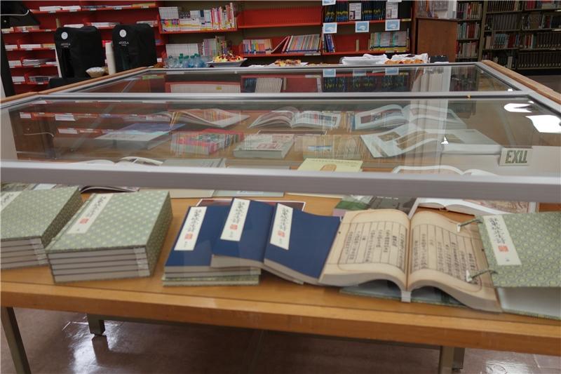 本館贈送的國寶級古籍復刻書《註東坡先生詩》