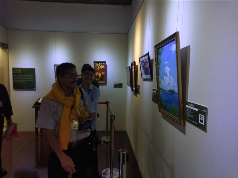 聖文森學人Paul Lewis 喜見自己國家的藝術品陳列國史館