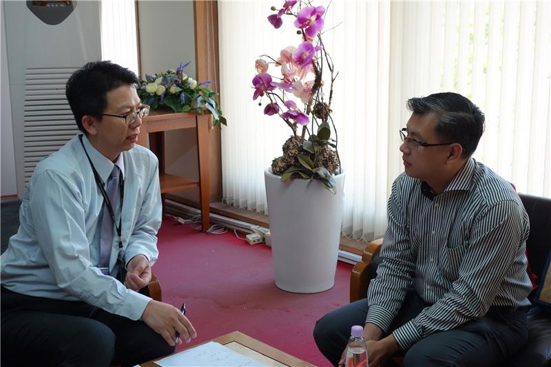 本場次活動主持人黃文德組長與高嘉謙教授相談甚歡