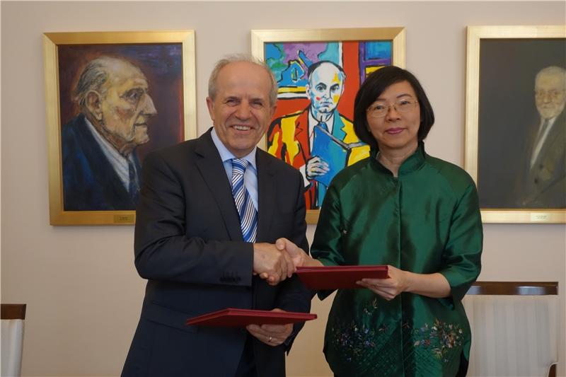 盧比亞納大學與本館完成「中文古籍聯合目錄」簽署協議