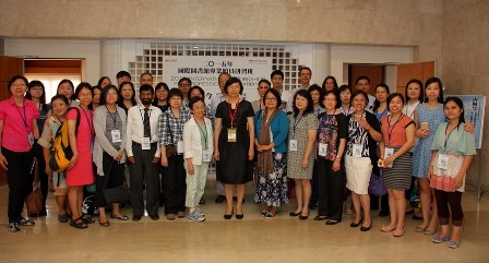Director General Shu-hsien Tseng with some of workshop participants.