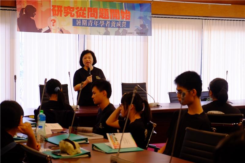 吳英美副館長於2017第3梯次青年學者養成營向參與學員勉勵