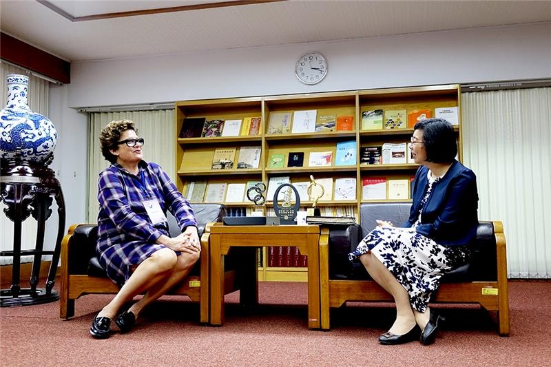 曾館長與Ann Roddy女士雙方會晤愉快