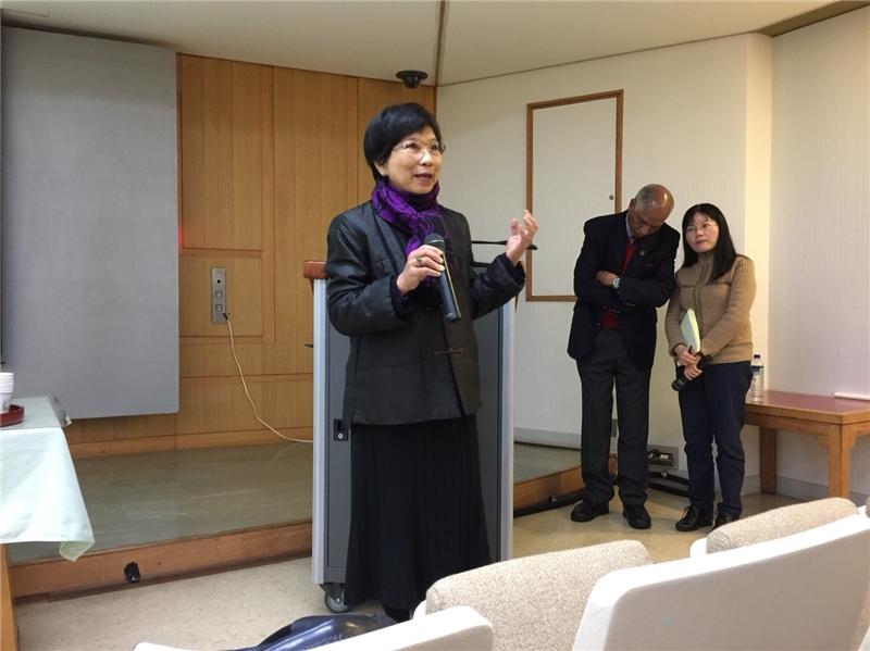 本次演講引言人國立臺灣師範大學圖書資訊學研究所吳美美教授