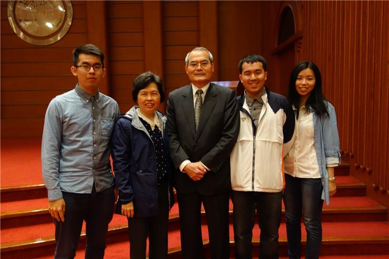 王老師與家人合影