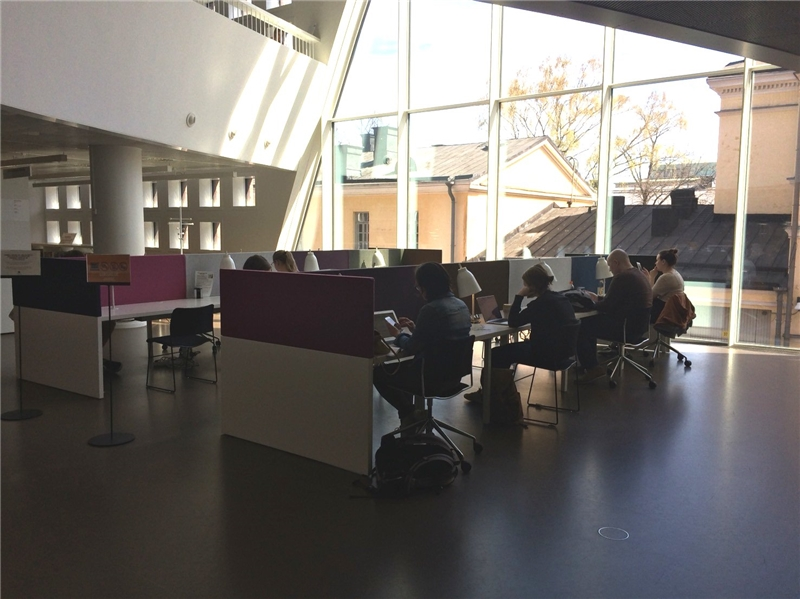 赫爾辛基大學圖書館閱覽室一隅