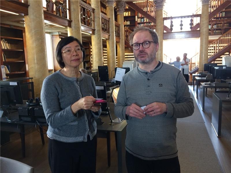 曾館長與芬蘭國圖館員Mika Koistinen交流期刊、報紙數位化相關經驗
