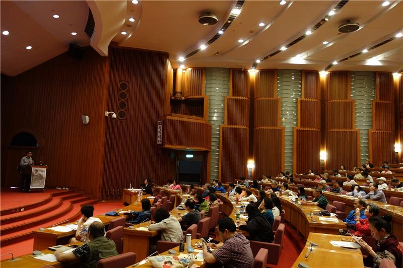 高嘉謙教授的演講吸引眾多民眾在補班日的下午到場聆聽