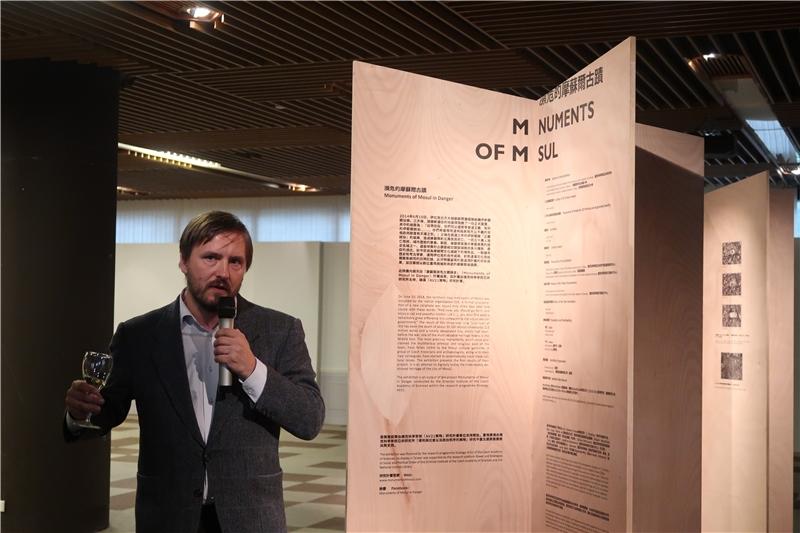 Karel Nováček教授介紹展覽內容