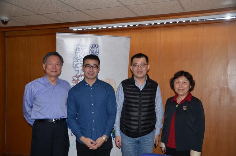 左起:中央氣象局鄭明典主任、蔡瀚霖先生、羅士傑教授、漢學研究中心耿立群副主任