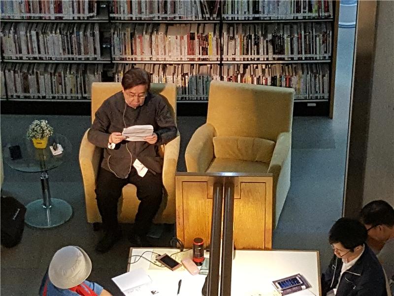 爾雅出版社創辦人隱地先生朗讀〈飄落〉等三首詩及兩則小品1