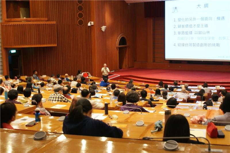 劉仁傑教授向聽眾揭露全球各地製造經濟正在發生的重大新思維及典範轉移