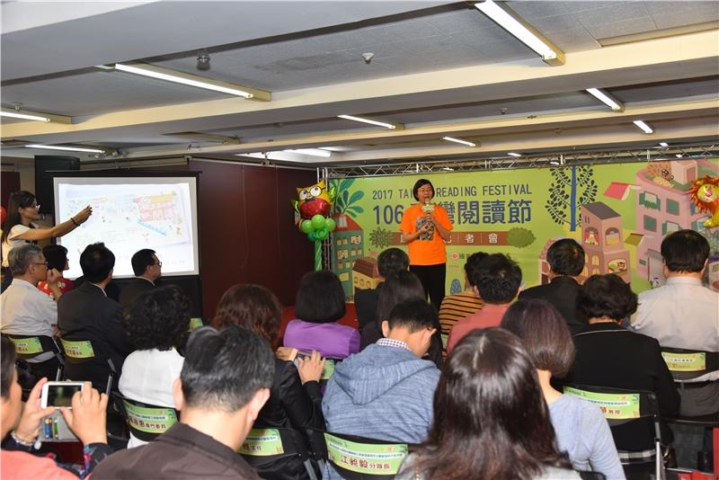 圖6:曾淑賢館長介紹今年臺灣閱讀節森林閱讀嘉年華的精彩活動