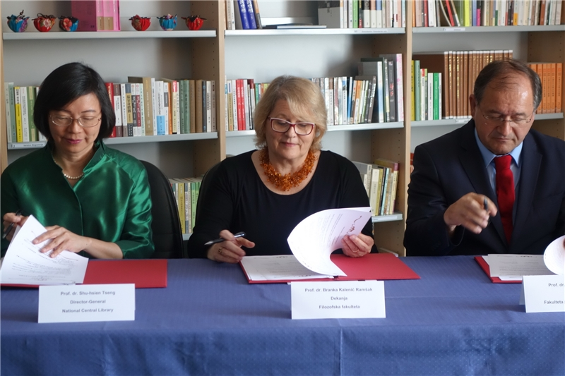 From Left - Director-General Tseng, Dean Branka Kalenić Ramšak (faculty of arts) and Dean Rado Bohinc (faculty of social sciences)