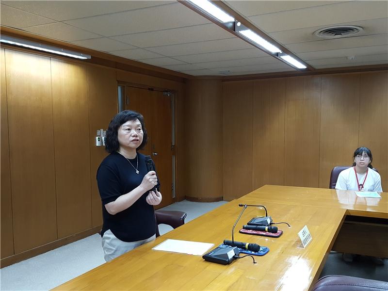 國家圖書館吳英美副館長勉勵同學把握機會多學習