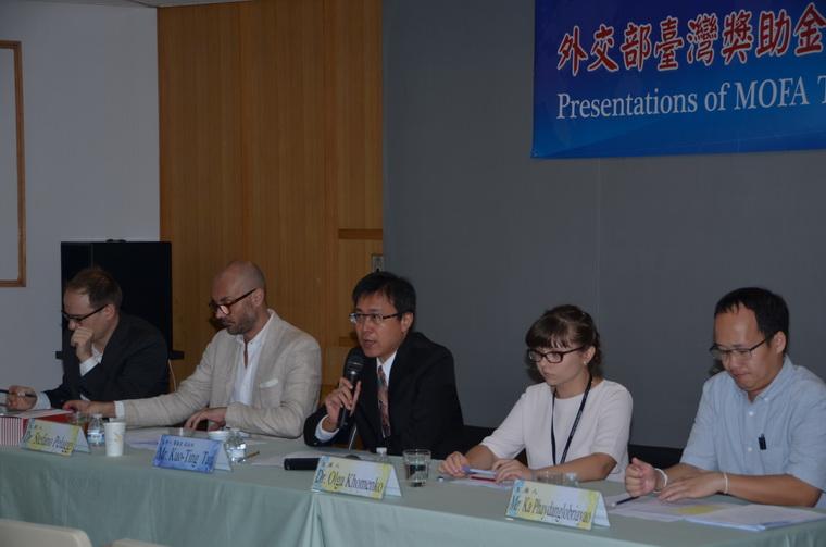 左起:Dr. Mark McConaghy、Dr. Stefano Pelaggi、譚國定副主任、Dr. Olga Khomenko、Mr. Ka Phaydanglobriayao