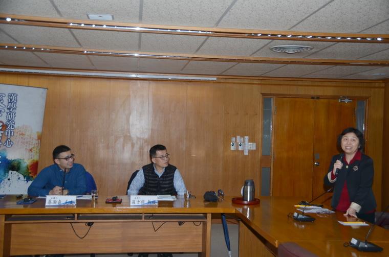 左起:蔡瀚霖先生、羅士傑教授、國合組主任兼漢學研究中心耿立群副主任