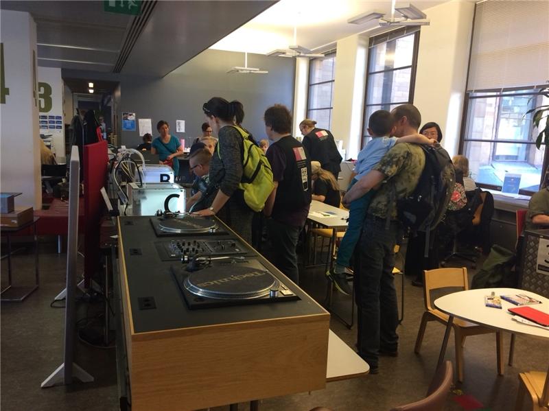 Library 10 提供音樂、數位與科技資料