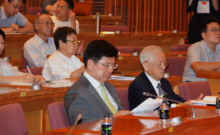 左起:林佳龍市長、唐飛前院長