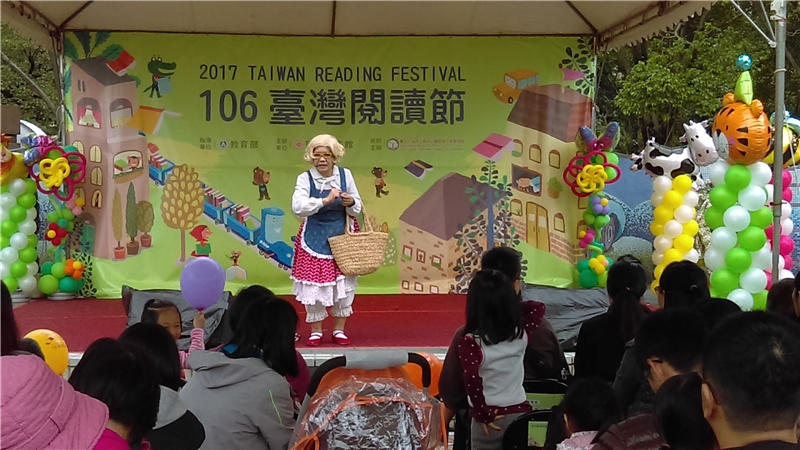 圖32 兒童小舞臺生動有趣的故事演出