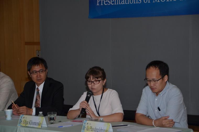 左起:譚國定副主任、Dr. Olga Khomenko、Mr. Ka Phaydanglobriayao