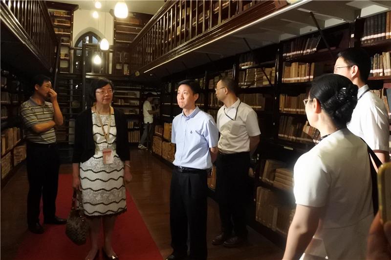 圖12:臺灣公共圖書館代表團參觀上海圖書館徐家匯藏書樓