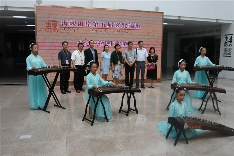 圖13:臺灣公共圖書館代表團於徐州市圖書館合影留念