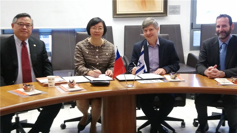 Signing the cooperation agreement