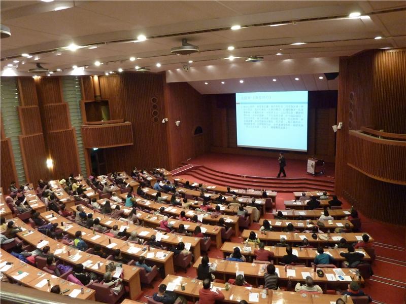 陳教授精彩演講吸引滿場讀者