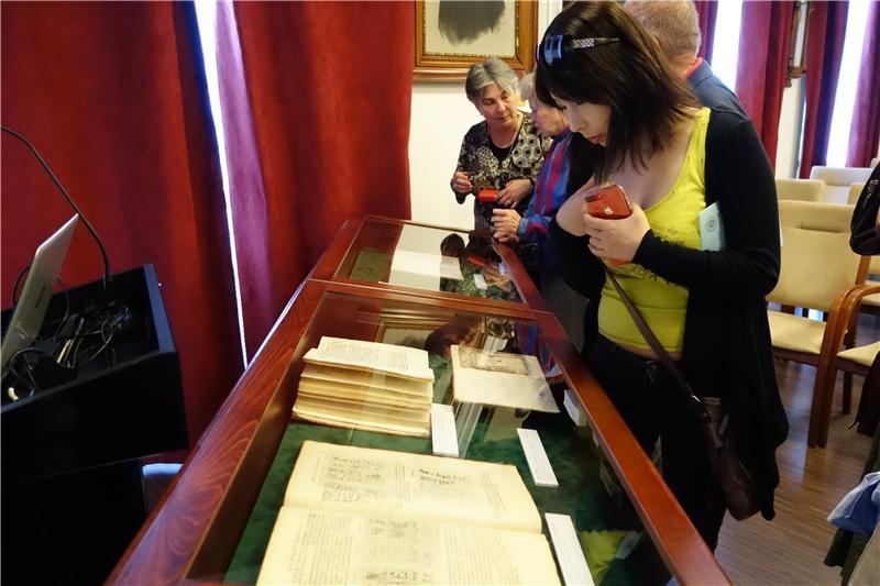 匈牙利科學院展示其有關台灣之書籍