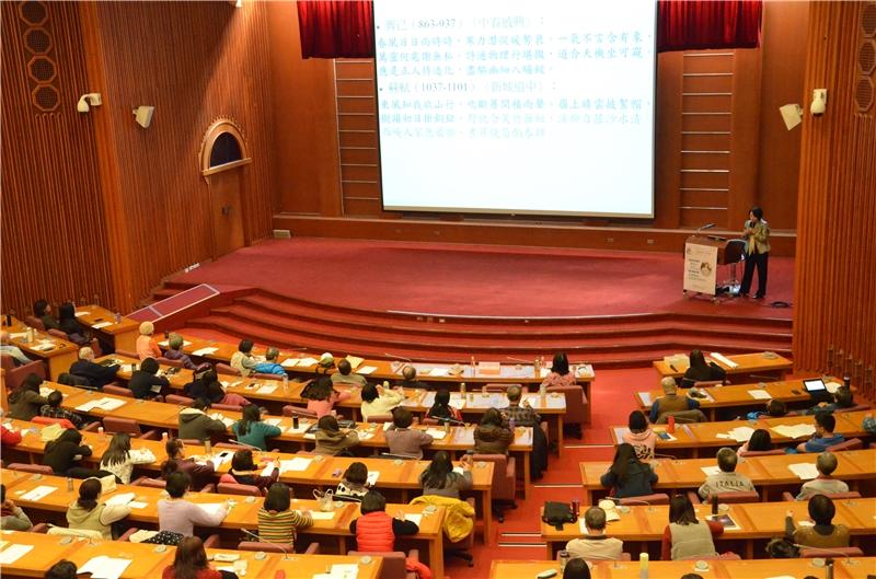 廖美玉教授主講雲飛風起:古典詩中的春天,吸引230位讀者入場聆聽