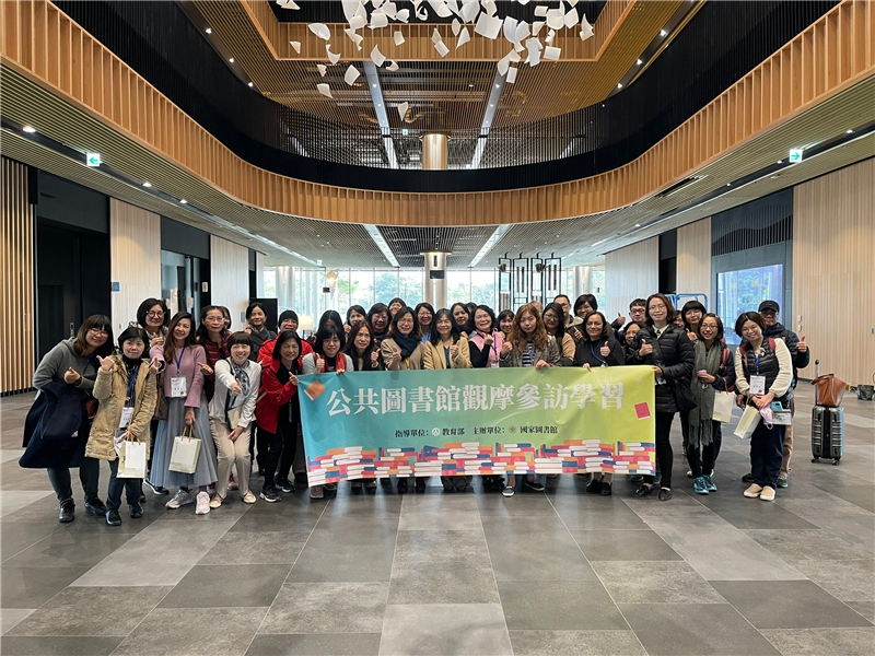 Public Library On-site Observation and Learning group in a group photo at the main branch of the Tainan Public Library