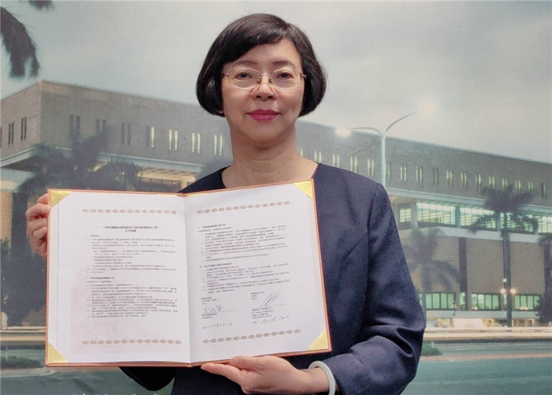 The NCL Director-General Dr. Tseng holding the signed TRCCS Cooperation Agreement