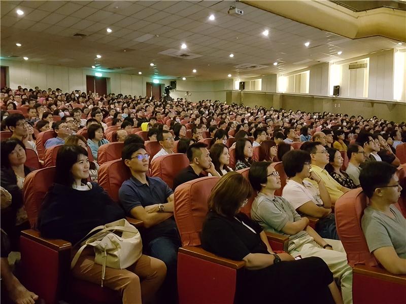 蔣勳老師精彩演講吸引滿場民眾