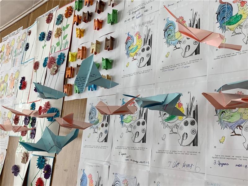 採用手繪及手作品佈置的蒙古兒圖一隅