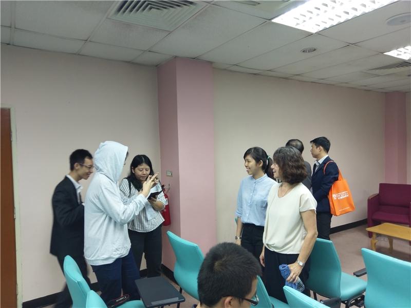 會後與青年學子合影(馬來亞大學提供)