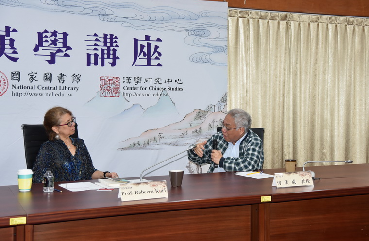 左起:Rebecca E. Karl教授、何漢威教授
