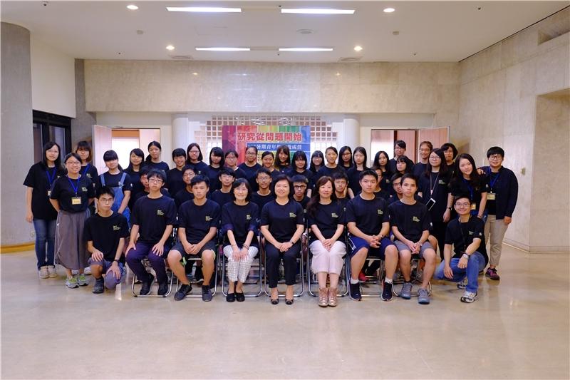 國家圖書館吳英美副館長與2017青年學者養成營第3梯次學員合影