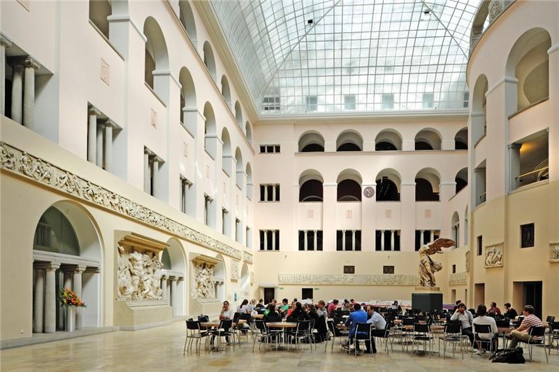 Interior of the UZH Major Building.