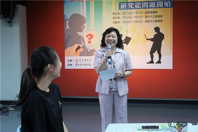 吳英美副館長給予結業之學員勉勵