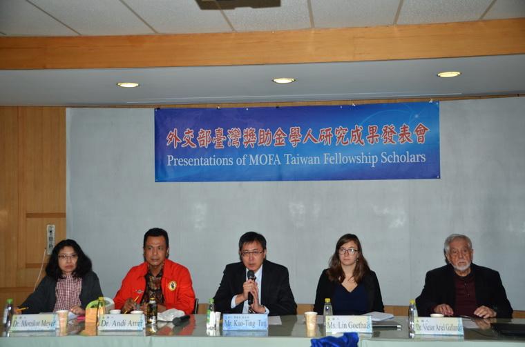 左起:Morakot Meyer博士、Andi Amri博士、譚國定副主任、谷琳(Lin Goethals)女士、Victor Ariel Gallardo博士