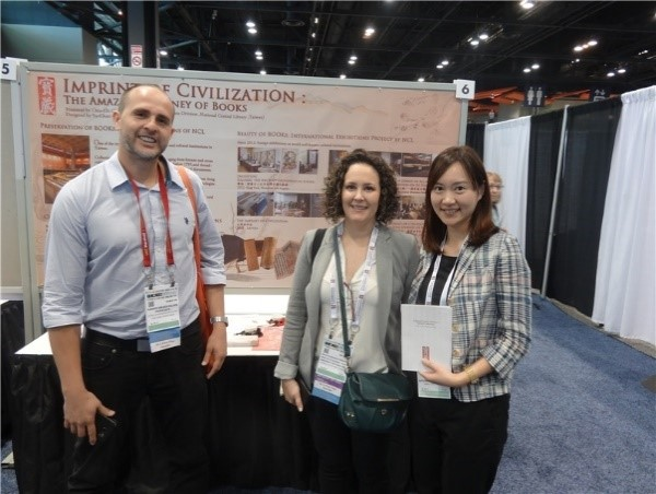 Editor Dr. Chao Chia-chi of the NCL, with international librarians from Costa Rica in front of the NCL's exhibition booth
