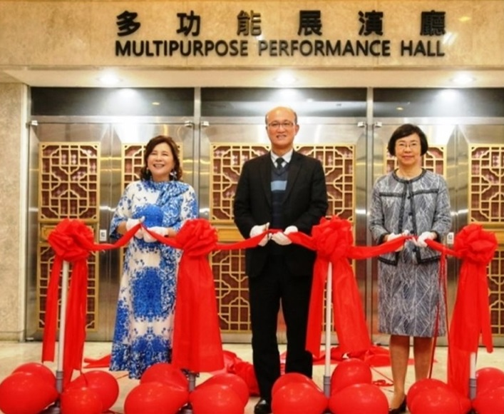 Director-General Tseng (right), Deputy Education Minister Lin (center), and Jenny Chen (left) cut the ribbon to begin use of the multipurpose performance hall.