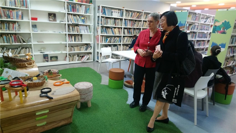 Visiting the Beit Ariela Public Library