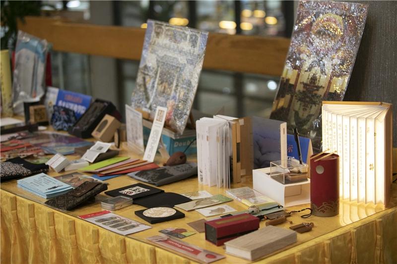 圖書館文創產品展示區一景2
