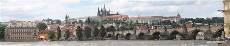 遠眺布拉格城堡Prazsky_hrad_karluv_most_panorama