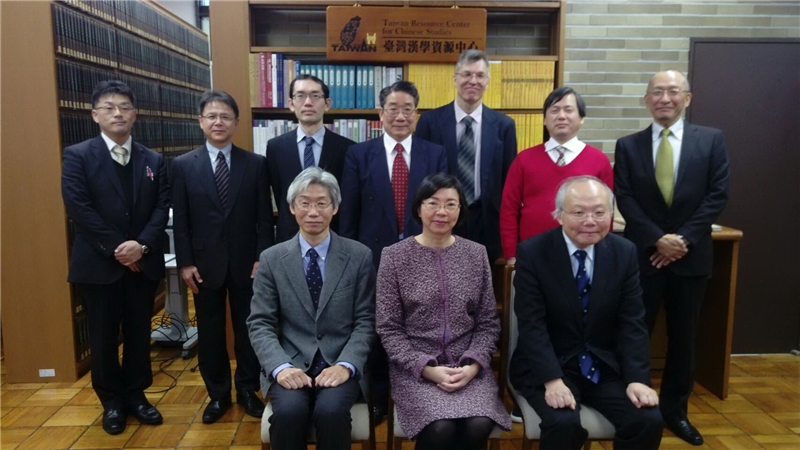 Director-General Takashi_Hikihara (1st from left , front row) and Director-General Tseng  (center , front row) pose with honored guests