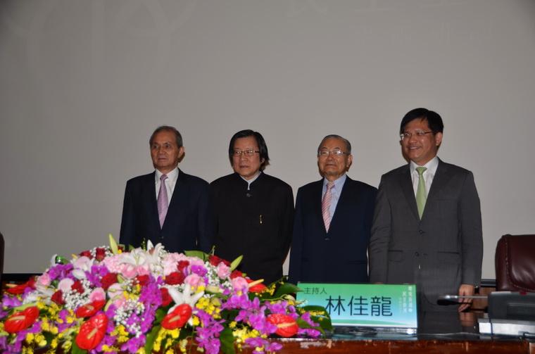 左起:黃煌雄先生、邱義仁前秘書長、詹春柏前秘書長、林佳龍市長
